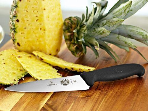 chuchillo de verduras cortando fruta